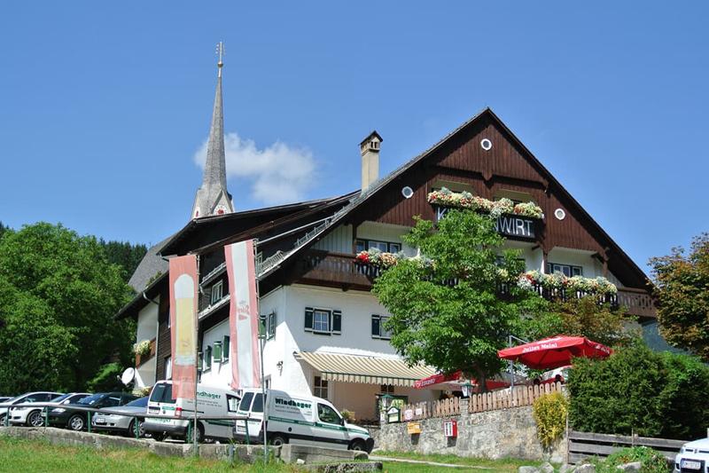 Der Gasthof Krichenwirt in Gosau liegt zentral im berühmten Kirchenviertel.